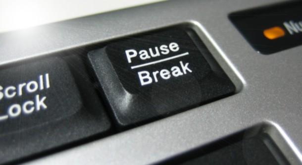 最前面でポーズ - Pauseキーでウィンドウを最前面に表示